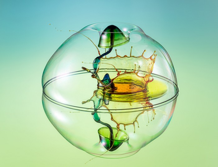 High-speed-Liquid-Sculpture-Photography-by-Markus-Reugels-01-700x536